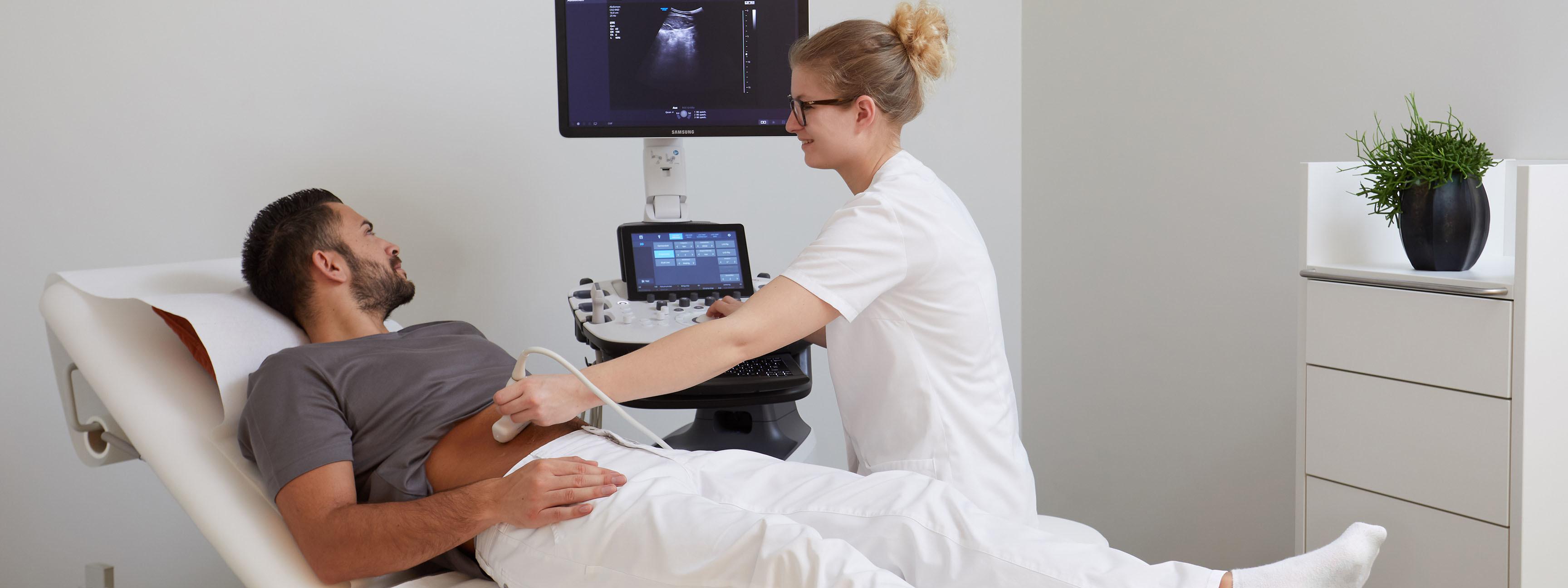 Ultraschalluntersuchung bei Urologin